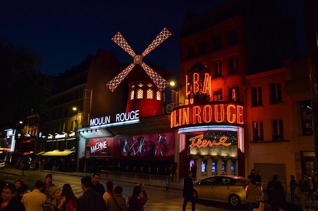 les salles de spectacle et les cabarets parisiens